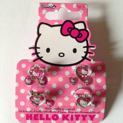 4 bagues et 8 boucles d'oreilles Hello Kitty