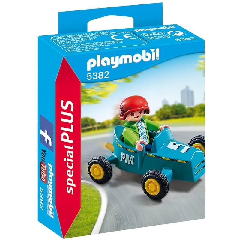 Enfant avec kart playmobil