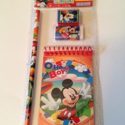 Un beau set de papeterie Mickey Disney